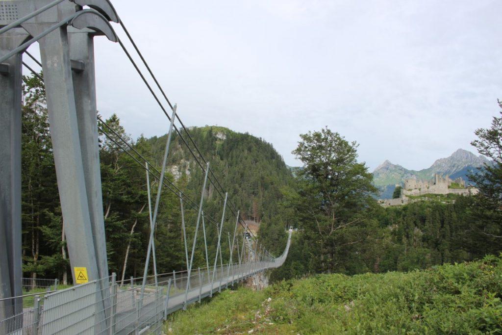 Highline 179 hangbrug 179 mit kindern tibetstyle - Oostenrijk Reutte Tirol bij, naast en over snelweg