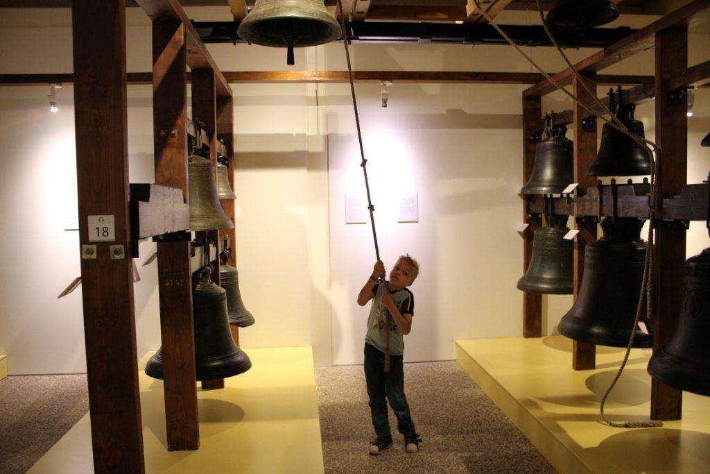 Klok en Peel museum met kind